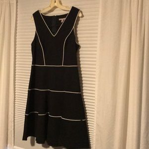 Banana Republic stretch jersey dress with piping